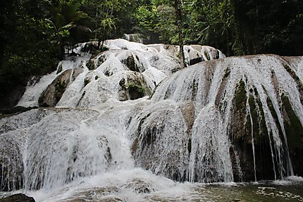 Saluopa Waterfalls, Danau Poso