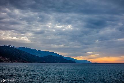 Lever de soleil sur la côte crétoise