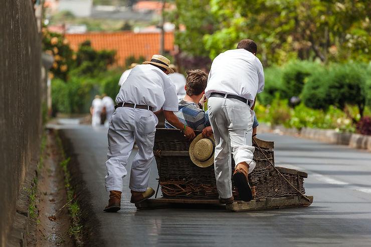 Dévaler les rues de Funchal en luge