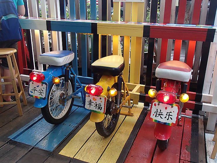Sièges de bar insolites à George Town, Malaisie