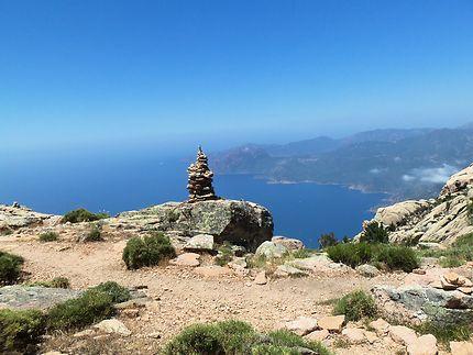 Cairn sur le sentier de randonnée du Capo d'Orto