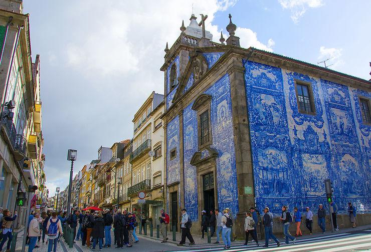 La ville haute de Porto et ses rues commerçantes