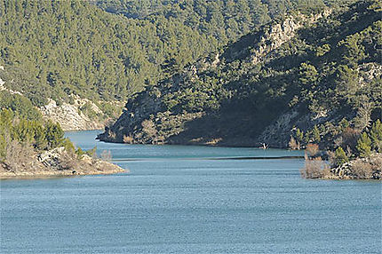 Retenue d'eau du barrage de Bimont