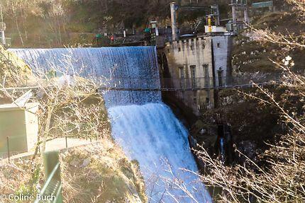 Le barrage et la passerelle