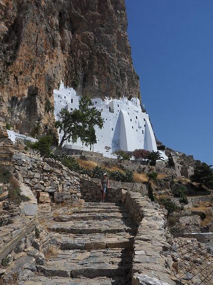 Le monastère et son escalier d'accès