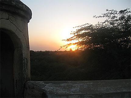 Coucher de soleil vu du toit des Folies du Baron Roger