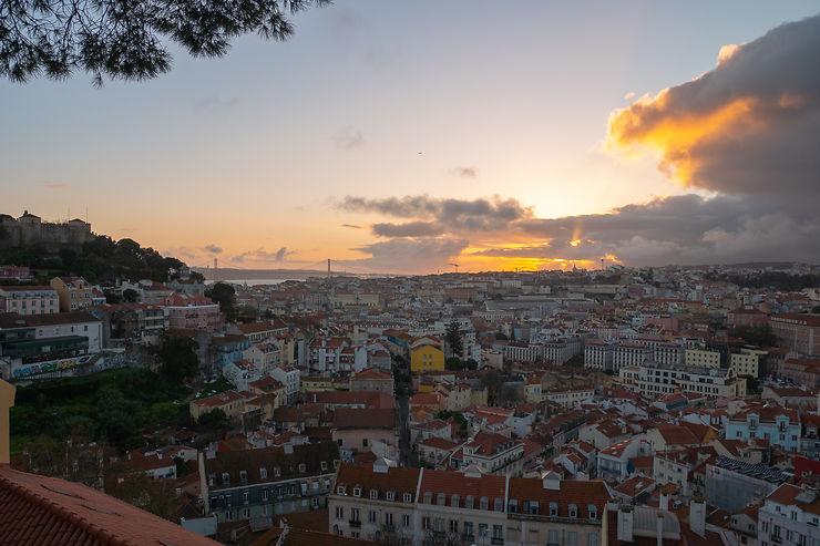 Coucher de soleil au Miradouro da Graça, Lisbonne