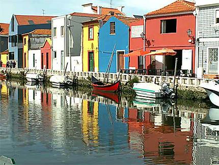 aveiro la venise du portugal maisons color es aveiro beira litoral portugal. Black Bedroom Furniture Sets. Home Design Ideas