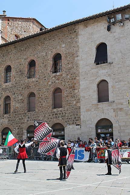 Lancer de drapeaux à Massa Marittima