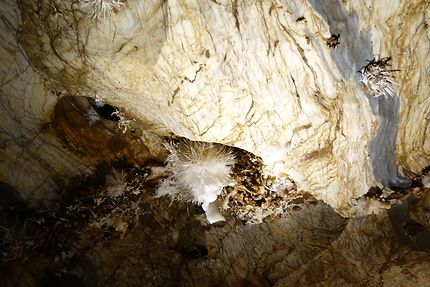 Grotte d'aragonite d'Ochtiná