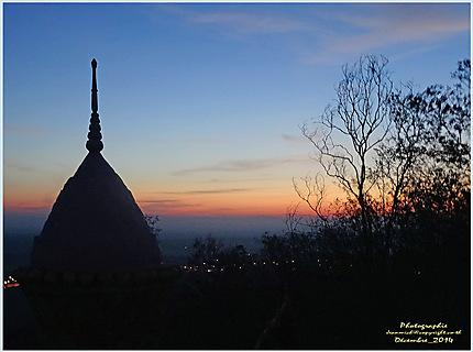 L'aube depuis le temple Wat Pra Yai
