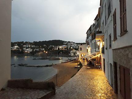 Nuit sur le front de mer de Calella de Palafrugell