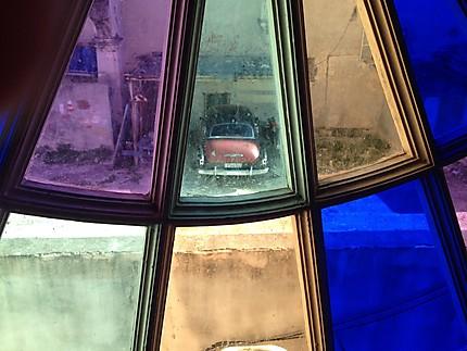Au travers de vitres colorées
