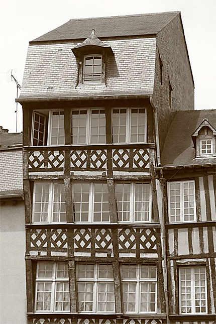 Rennes - Place du Champ Jacquet - Maison à colombage