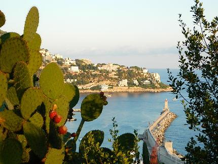 Phare de Nice depuis la colline du château