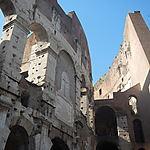 A l'arrière du Colisée