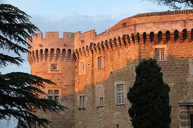 Coucher de soleil sur le château de Suze-la-Rousse, Drôme