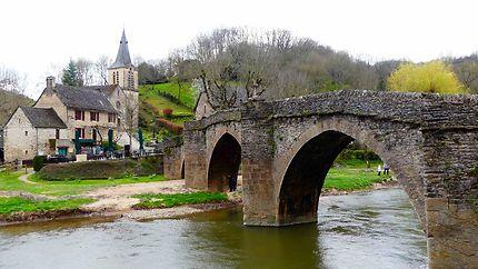 Pont et église de Belcastel