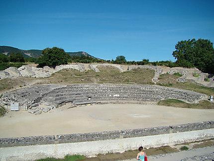 Amphithéâtre de Alba la Romaine