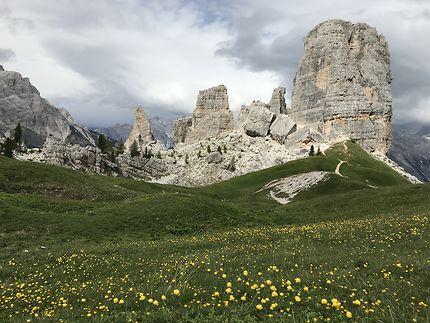 Les Cinque Torri dans les Dolomites