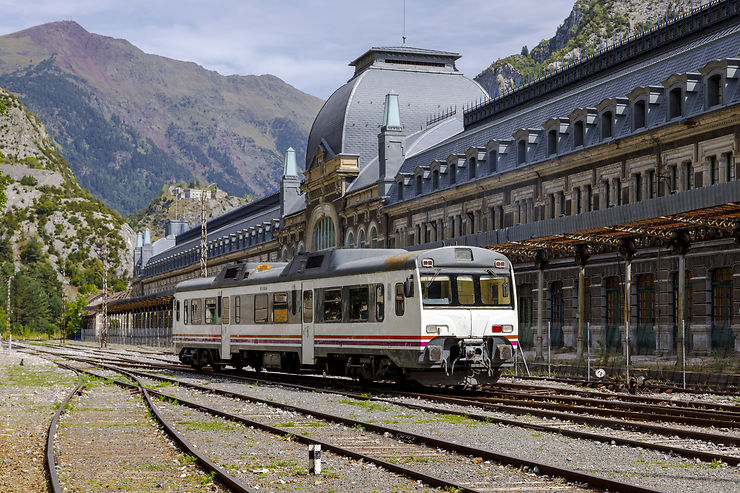 train gare canfranc