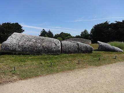 Grand menhir brisé d'Er Grah : Tumulus d'Er Grah : Locmariaquer : Morbihan  : Bretagne : Routard.com
