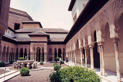 Alhambra de Grenade ; la cour des lions