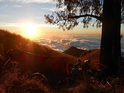 Couché de soleil, au dessus des nuages