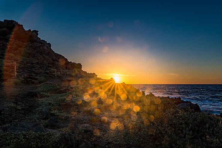 Coucher de soleil au grand site de la Parata, Corse