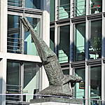 Statue devant les bureaux du parlement