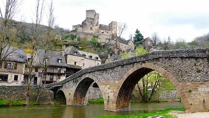 Village et château de Belcastel