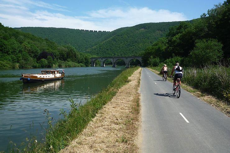 Au fil de la Meuse dans les Ardennes et en Wallonie - France et Belgique