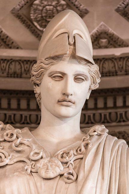 Le Louvre, statue d'Athéna, détail