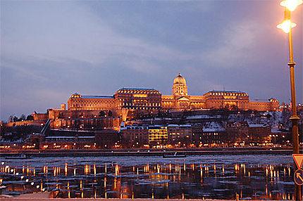 Le Danube et le château de Buda, en hiver