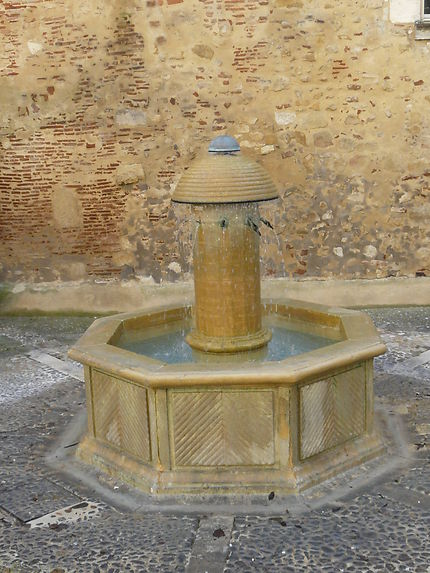 Belle fontaine d'époque