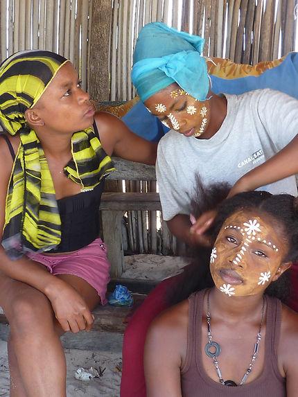 Jeunes filles malgaches maquillées !