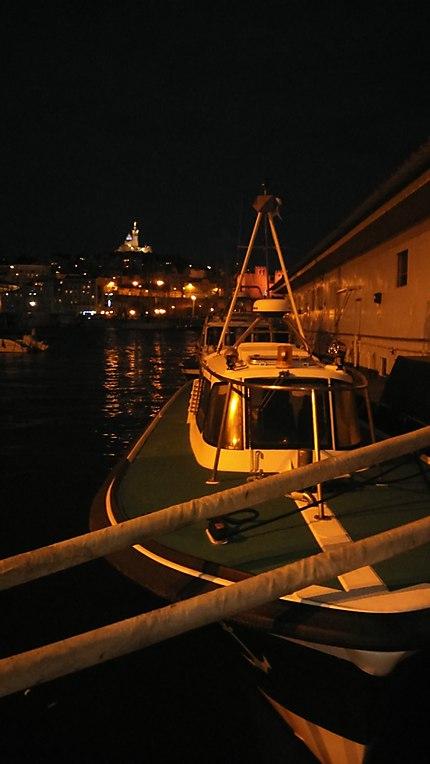 Bateau dans le Vieux Port