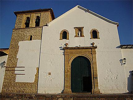 L'église de Villa de Leyva au coucher de soleil