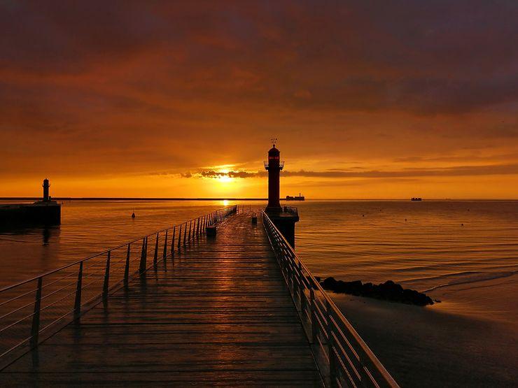 Coucher de soleil sur le port de Boulogne-sur-Mer