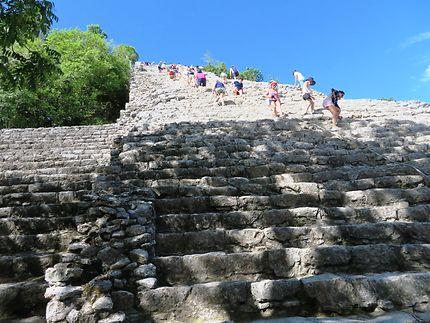 La grande pyramide de Coba