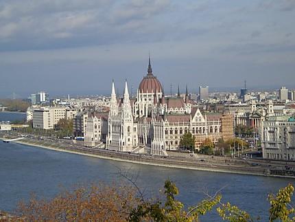 Le Parlement depuis le château
