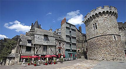 Château et maisons à pans de bois