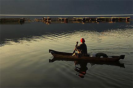 Lever de soleil sur le lac Batur