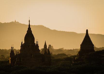 Coucher de soleil sur les temples de Bagan