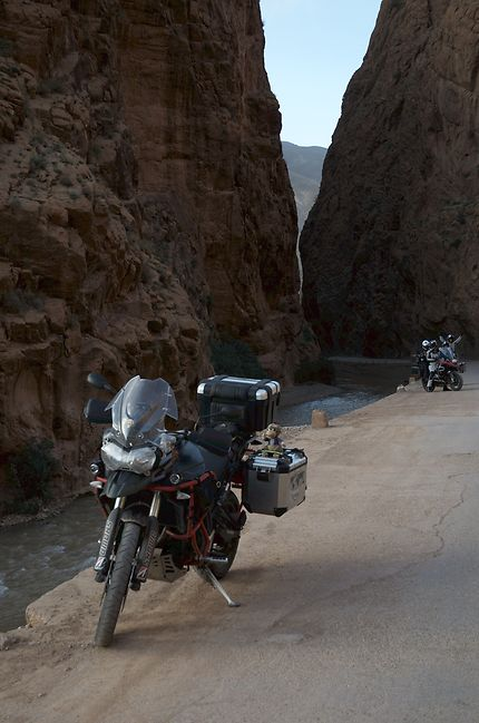 Road trip moto dans les gorges du Dadès, Maroc