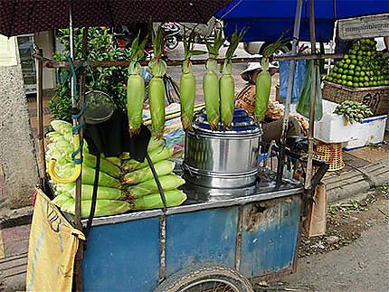 Vendeur de maïs cuit vapeur