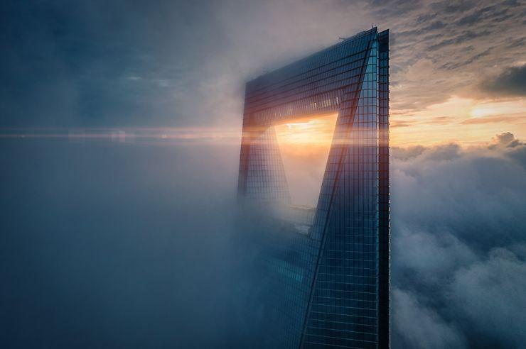 La tour Shanghai World Financial Center au lever du jour, Chine