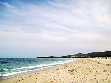 Belle plage de sable blanc