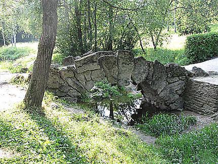 Pont dans le parc du château