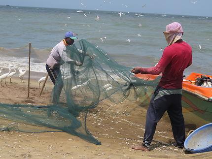 Pêcheurs sur la plage de Negombo